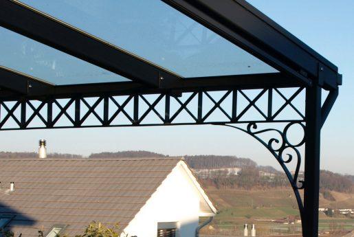 Terrassendach mit Schmiedeeisen